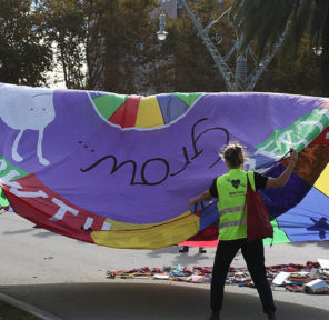 Barcelona Climate March (2 Parachutes)