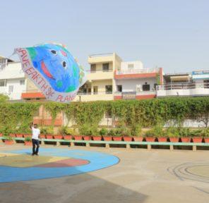 St Edmunds School (12 Parachutes)